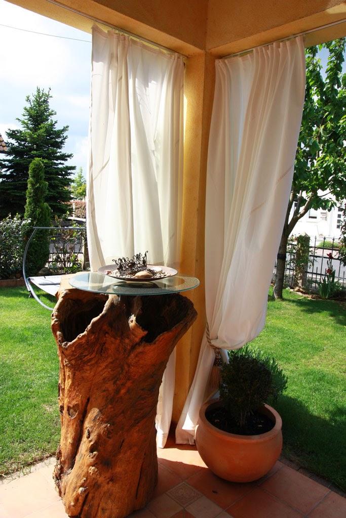 kunstecht vorhang als windschutz und deko. Black Bedroom Furniture Sets. Home Design Ideas