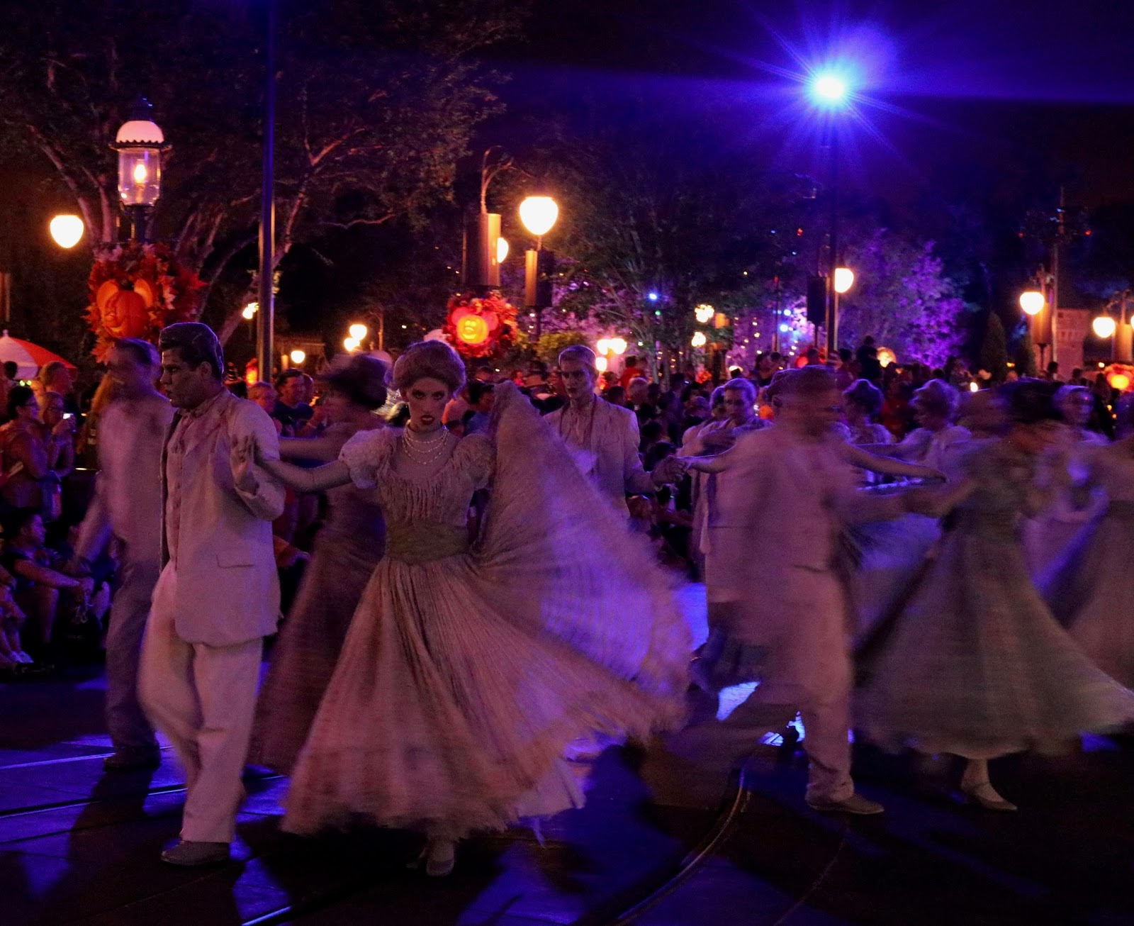 Micky's-Not-So-Scary-Halloween-Party-Boo-To-You-Parade-Haunted-Mansion-Magic-Kingdom-Disney-World
