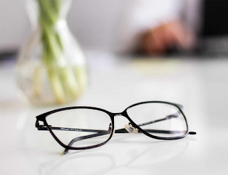 kacamata yang ketinggal dirumah