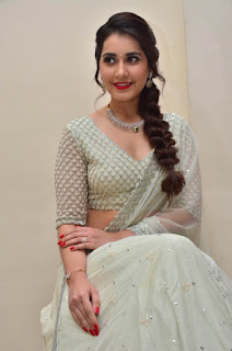 raashi khanna at avakusa trailer launch 24
