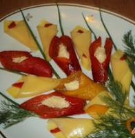 цветы из сыра и красного перца