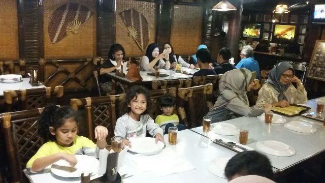 Makan Malam di Restoran Dago Panyawangan