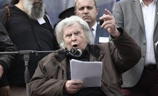 Die Welt: O Μ. Θεοδωράκης σύμβολο του μαζικού κινήματος κατά του λαϊκιστή Αλ. Τσίπρα