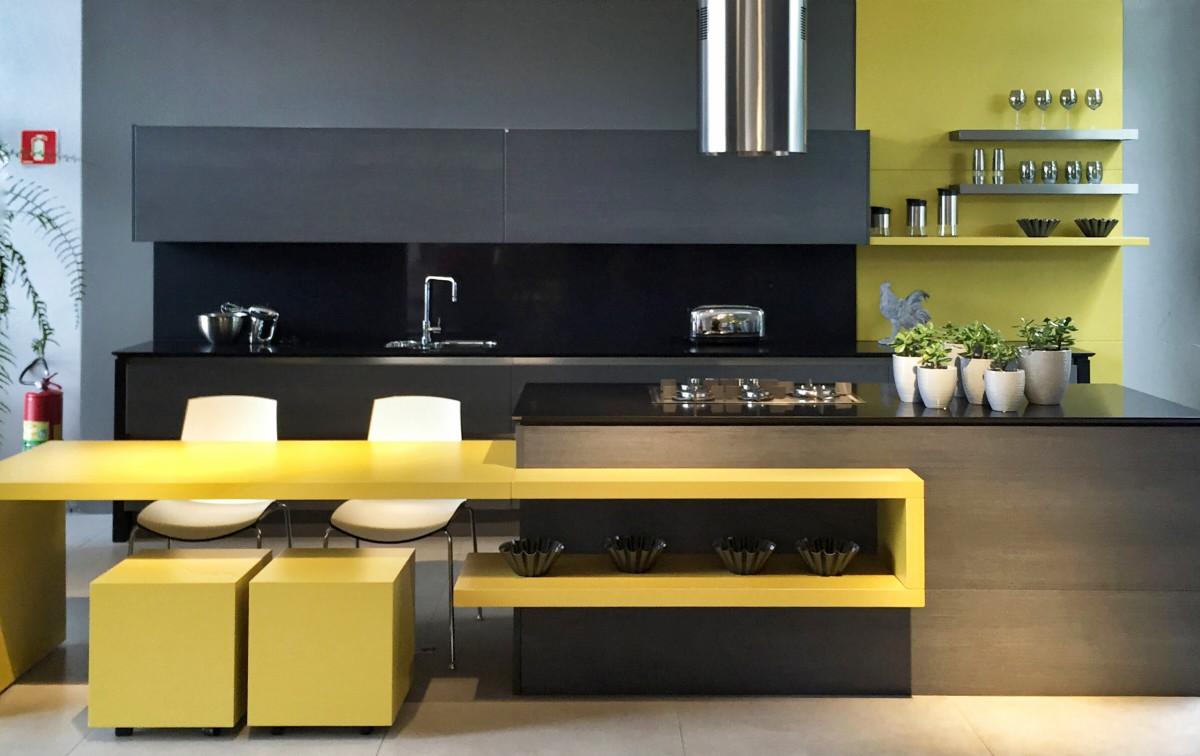 Aksen Warna Kuning Membuat Dapur Anda Semakin Bersinar Ini