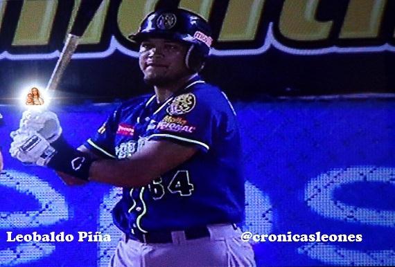 VIDEO Jonron de Leobaldo Pina en su debut con Leones del Caracas