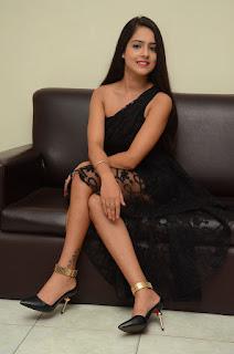 Malvi Malhotra sizzling pics 010.jpg