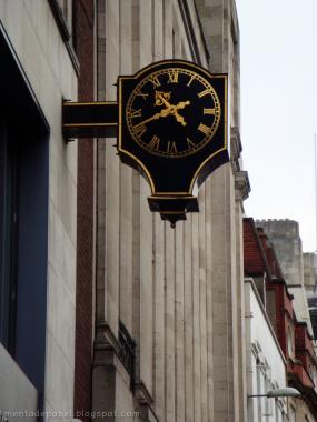 Reloj de una calle de Londres