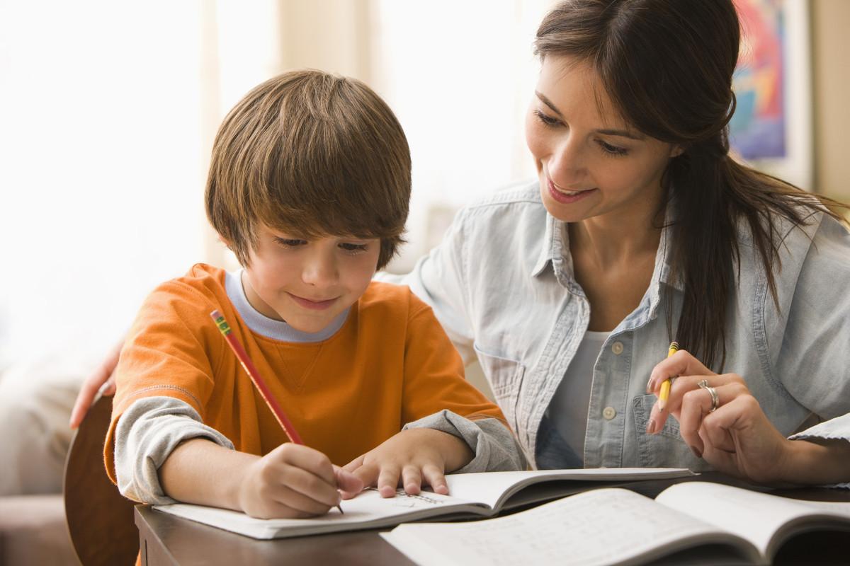 7 Tips Nak Bantu Anak Siapkan Kerja Sekolah