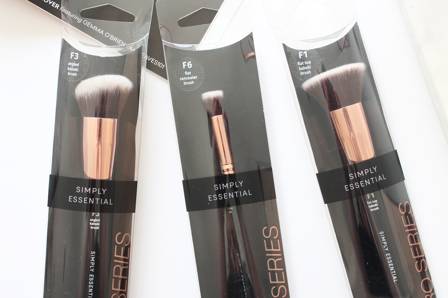 450c48af9deb SIMPLY ESSENTIAL | Pro Series Makeup Brushes - Review ...