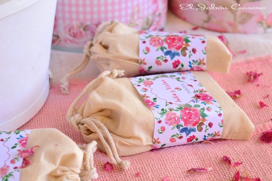 Bolsitas personalizadas con jabones para detalles de boda