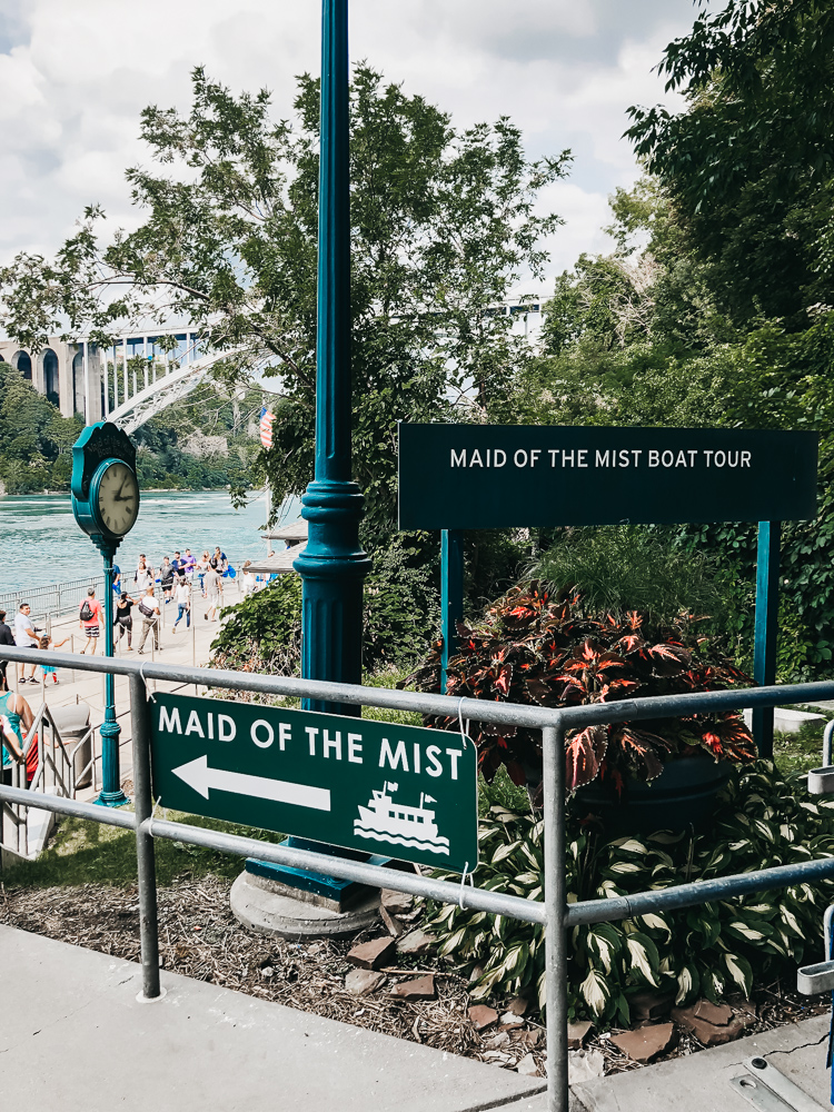 niagara-falls-new-york-maid-of-the-mist