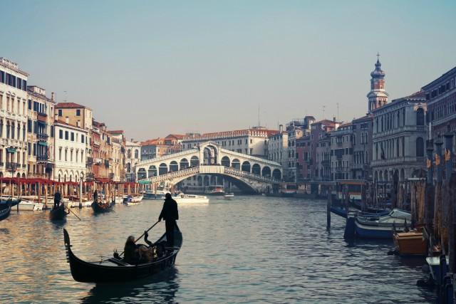ponte-di-rialto-venezia-poracci-in-viaggio-migliori-offerte-viaggi-lowcost