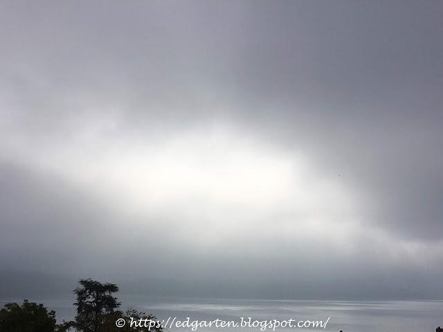 Aussicht Genussbalkon im Nebel