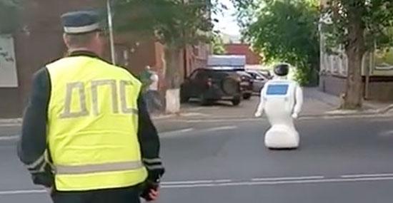 Robô Promobot que fugiu de laboratório