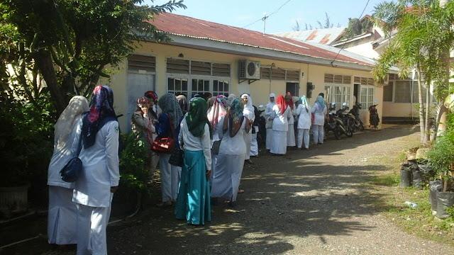 Masalah Upah Kerja, Puluhan Pegawai RS Fakinah Datangi Disnaker Aceh
