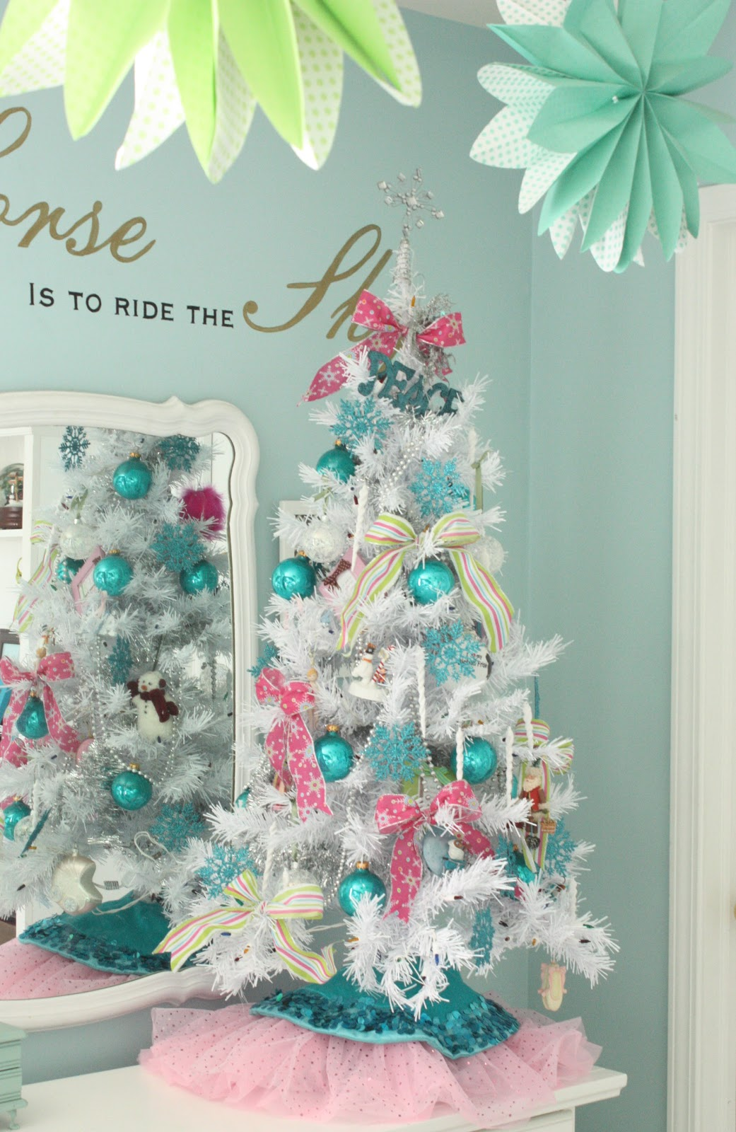 Kids Bedroom Decorating Ideas On A Budget The Yellow Cape Cod Holiday Home Series Let The Kids