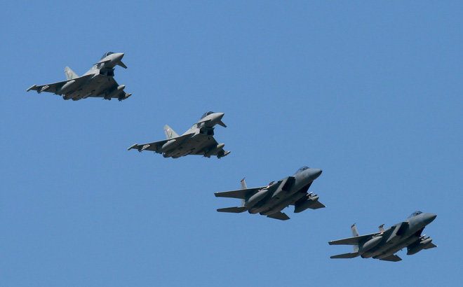 NÓNG: Anh, Pháp chuẩn bị cùng Mỹ tấn công Syria - Nga báo động chiến đấu cao