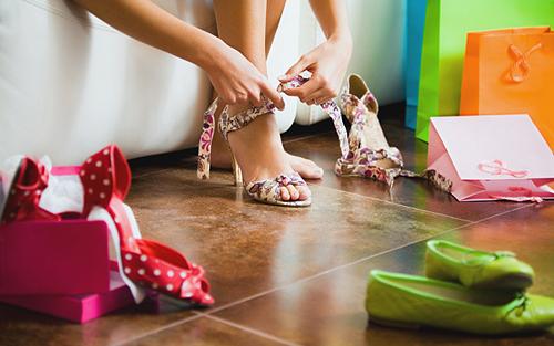 membeli sepatu wanita offline