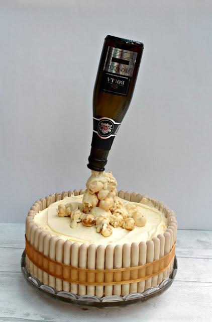 Prosecco pouring cake