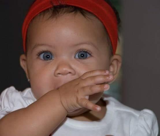 Bayi Bermata keabu-abuan