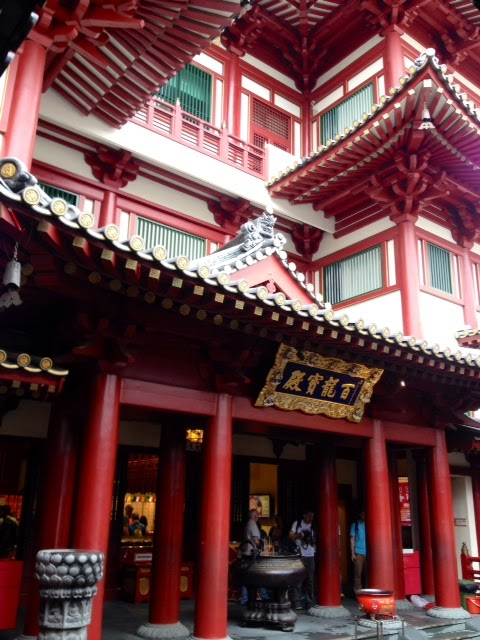 red Buddha tooth temple in Singapore