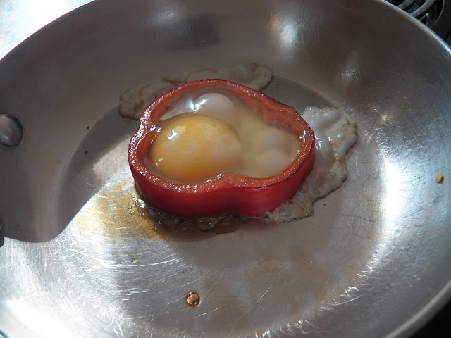 Fried Egg in Pepper Ring