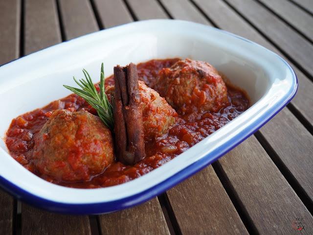 Las clásicas albóndigas de carne con salsa de tomate, con algunos aromas más innovadores.