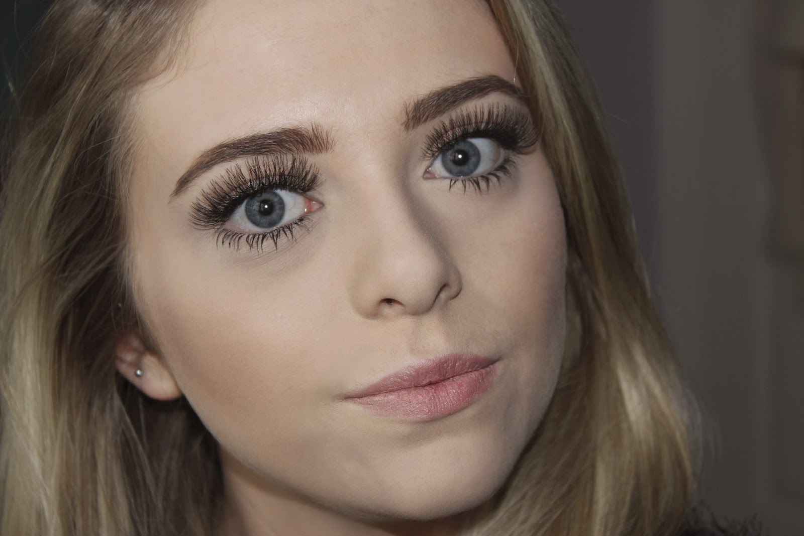 how to apply false eyelashes so they look natural
