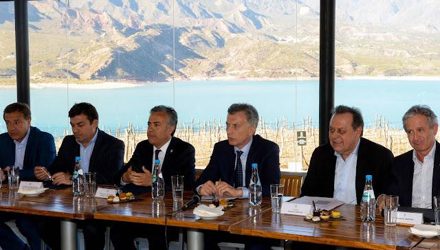 Macri encabezó una reunión de la Mesa de Turismo