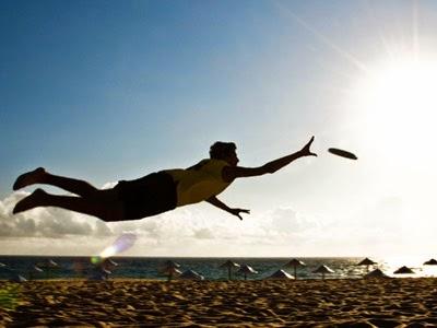 25 Aktivitas Paling Seru Menyenangkan Saat di Pantai