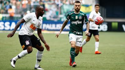 Corinthians suporta pressão e derrota o Verdão