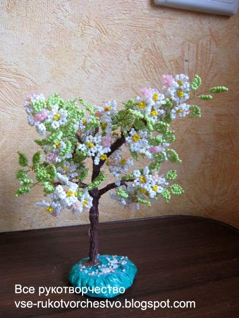 Цветущее дерево яблоня из бисера