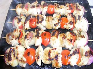 retete gratar reteta frigarui marinate cu carne si legume mancare romaneasca,