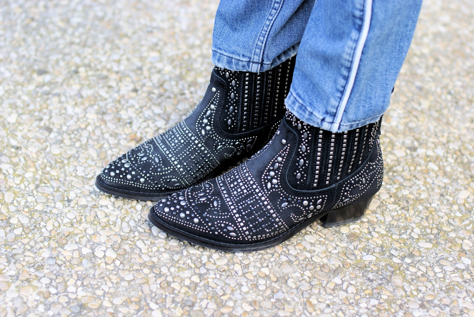 Texan studded ankle boots on Fashion and Cookies fashion blog, fashion blogger style