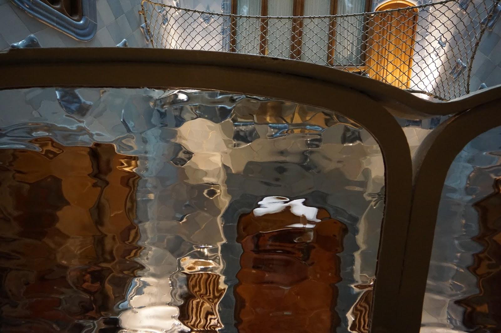 カサ・バトリョ(Casa Batlló) 吹き抜け部分の手すり