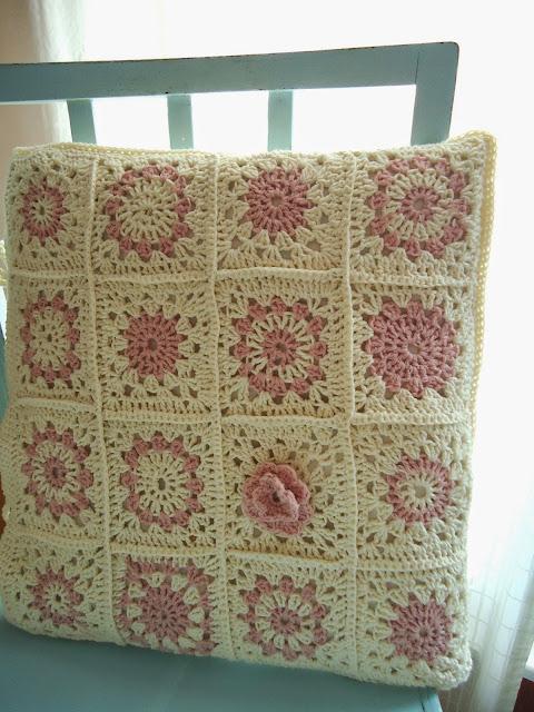 poduszka z babcinych kwadratów diy