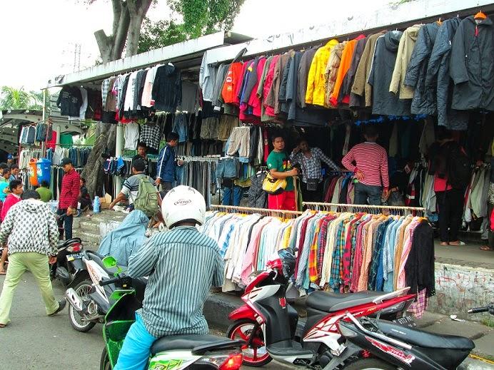 travelplusindonesia  Pasar Trotoar Merubah Wajah Senen Pascakebakaran bd510ff643