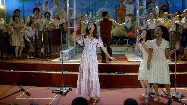 Mylene Cruz cantando na igreja em The Get Down