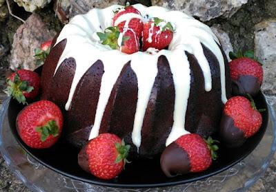 Bundt Cake de Chocolate y Fresas SIN GLUTEN