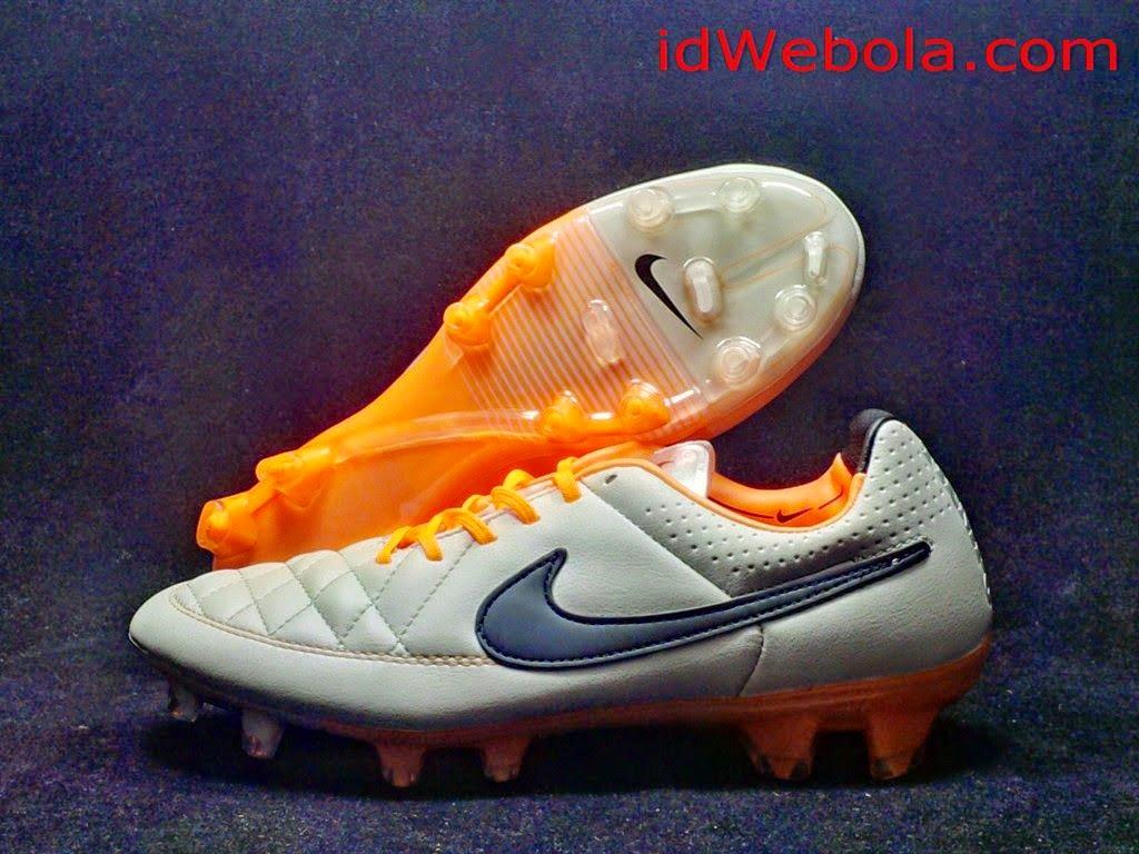 Sepatu Bola Nike Tiempo Grey Putih
