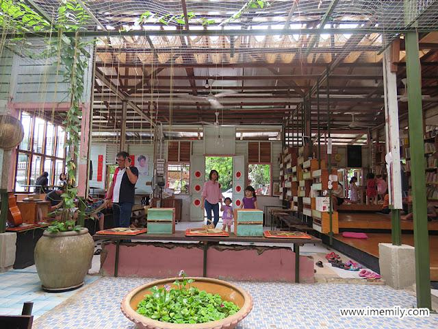 Little Giraffe Book Club Cafe, Batu 11, KL