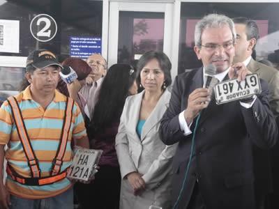 Ricardo Antón compra de chalecos