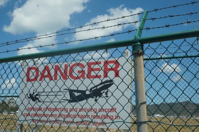 Legendaarinen Maho Beach ja Princess Julianan lentoasema St. Maartenilla. Karibian risteilyllä.