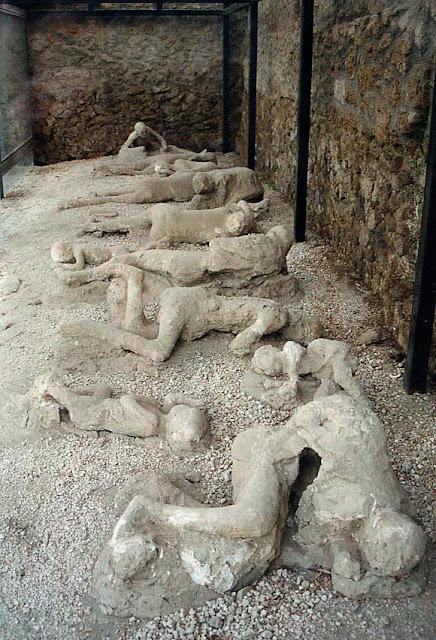 http://3.bp.blogspot.com/-ttYq9cD2zxU/UWGBFSLhTEI/AAAAAAAALqA/PcDmOXpxRwM/s1600/Pompeii2.jpg