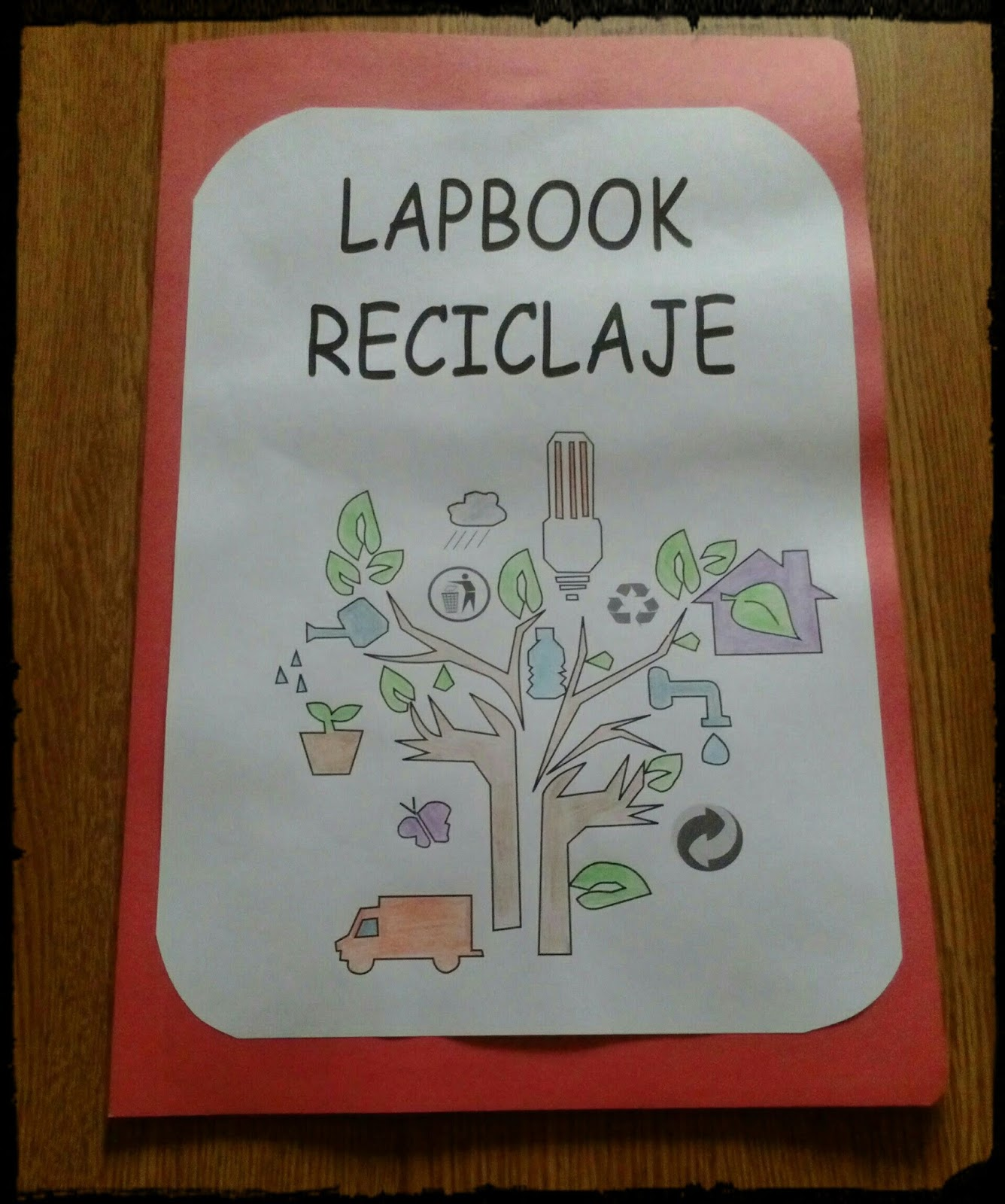 Lápices de colores y madera: Nuestro lapbook de reciclaje