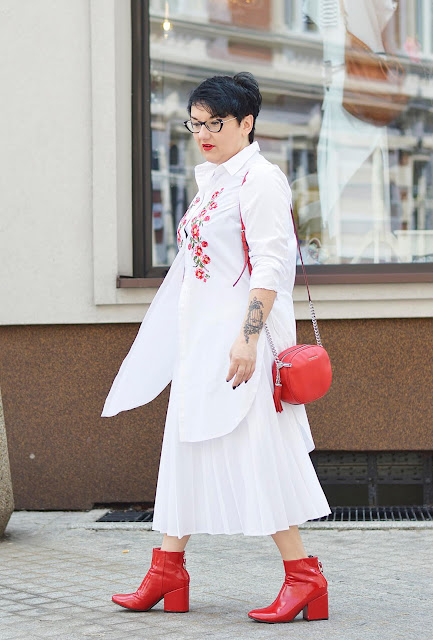 Red boots, Czerwone botki, White and red stylisation, spring outfir, Spring look