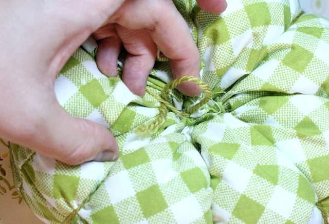 поделки, поделки своими руками, поделки на Хэллоуин, украшения на Хэллоуин, поделки на Хэллоуин, текстиль, тыква текстильная, тыквы, шитье, поделки из текстиля, тыквы своими руками, декор интерьерный, декор на Праздник урожая, декор осенний, овощи текстильные, подушки, игольницы, мастер-класс, из ткани, из текстиля, для интерьера, декор домашний, декор на праздник урожая,«Тыква» — декоративная подушка (МК) своими рукамиhttp://handmade.parafraz.space/мягкие текстильные тыквы своими руками, как сделать тыкву из ткани своими руками мастер-класс, тыквы из ткани идеи, красивые тыквы из ткани фото, как сшить тыкву из ткани, как сшить подушку в виде тыквы, как сшить игольницу в виде тыквы своими руками, простой мастер-класс по изготовлению текстильной тыквы, тыквы из текстиля идеи, красивые тыквы из текстиля фото, красивые тыквы из разных материалов, как легко сшить тыкву мастер-класс, из чего можно сделать тыку, красивые игольницы из ткани, красивые диванные подушки, мягкая игрушка тыква мастер-класс, тыква в винтажном стиле, тыква в стиле шебби шик, тыква из трикотажа, как украсить текстильную тыкву идеи, тыквы для уклонения дома, осенний декор для дома в виде тыковок, оригинальные тыквы из текстиля, украшения для интерьера в виде тыквы, интерьерный декор на день Благодарения, интерьерный декор на праздник урожая, осенний декор, игольницы в виде овощей, подушки в виде овощей идеи, мастер-клааа по шитью тыквы, как сшить подушку тыкву мастер клас с пошаговым фото, как сшить игольницу пошаговый мастер-класс,