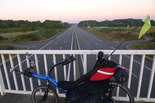De Paris à la Rochelle en vélo couché, l'autoroute