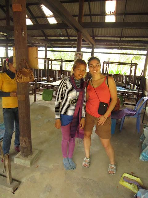 Con una tejedora camboyana