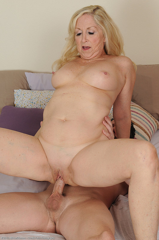 Poundcak3 step mom gets a morning wake up double cum shot